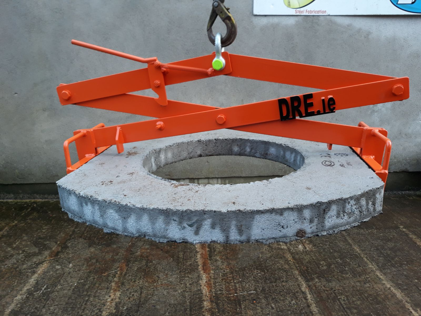 Manhole Lifting Grab dre.ie